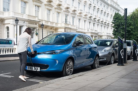 Charging Renault ZOE at a street charging point