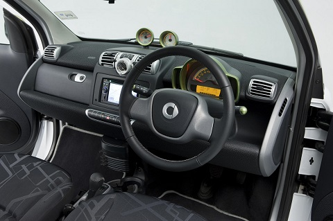 Smart ForTwo interior steering wheel and panel view
