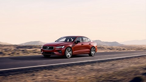 Volvo extends S60 range with T8 PHEV