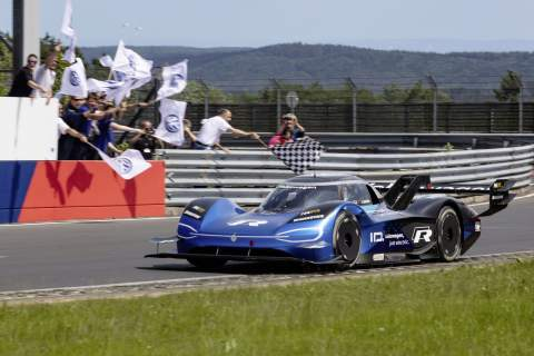 Volkswagen sets new electric 'Ring record with ID.R – 6:05.336