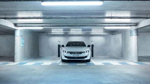 Peugeot 508 gets PHEV treatment
