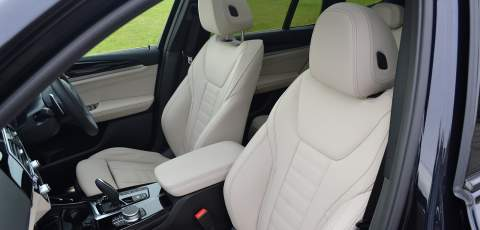 5 BMW X3 xDrive30e front seats