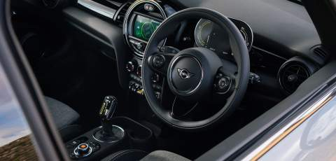 MINI Electric front dash