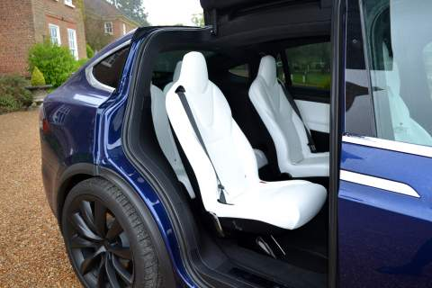 Rear seats with the door opened